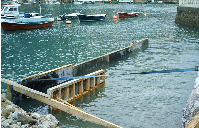 Construcción de dique de contención marítimo